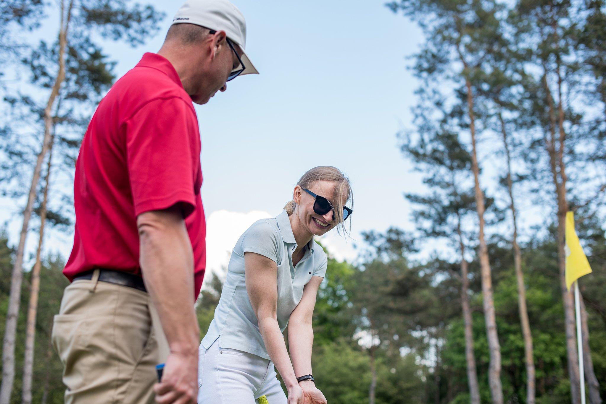 Pierwsza lekcja golfa z trenerem